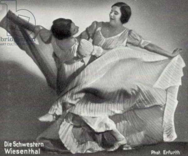 Die Schwestern Wiesenthal (b/w photo)