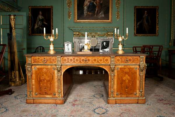Writing Desk, 1771, by Thomas Chippendale (photo)