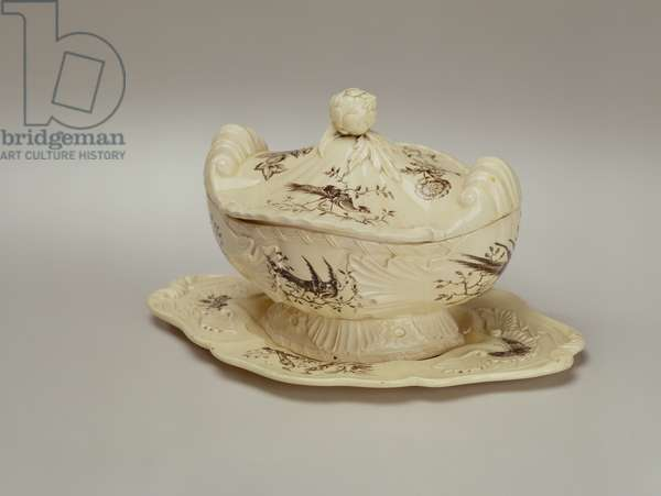 Sauce tureen, lid and stand, c.1770 (painted creamware)