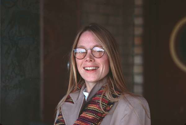 Sissy Spacek wearing glasses1977