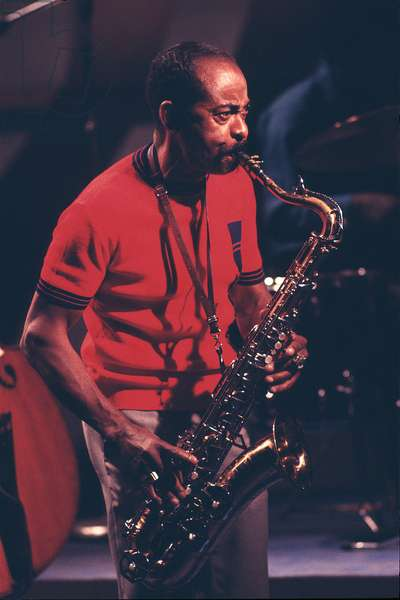Don Byas performing on