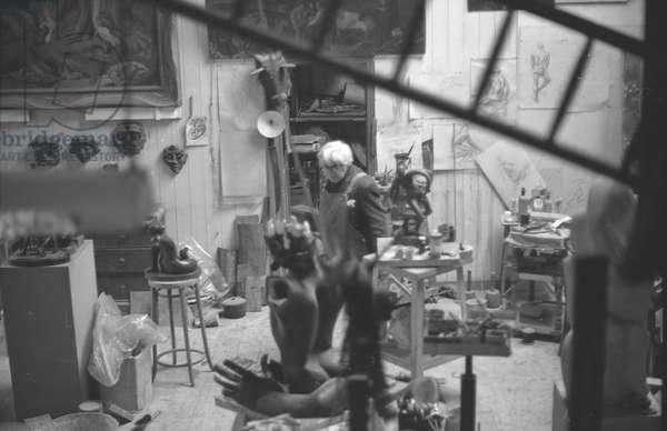 Leon Underwood in his studio with 'Phoenix for Europe', 1969 (b/w photo)