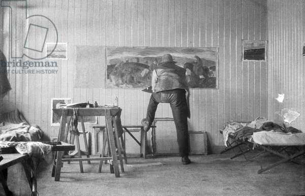 Leon Underwood working on 'Iceland's All', 1923 (b/w photo)