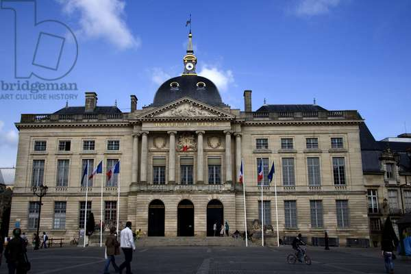 France, Champagne-Ardenne, Marne (51), Chalon and Champagne (Chalon-en-Champagne). Exterior view of the City Hall. Photography Florent Lamontagne