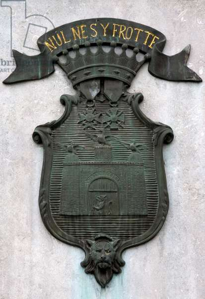 """France, Champagne-Ardenne, Marne (51), Sainte Menehould (Sainte-Menehould) - Badge of the city and its moto """""""" No s'y Frotte"""""""". Photography Florent Lamontagne"""