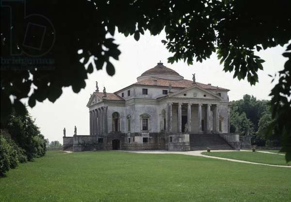 View of the villa Almerico-Capra known as the Rotonda made by the Italian architect Andrea Palladio (1508-1580) in 1567-1570 and completed by Vincenzo Scamozzi (1552-1616) in 1591, Vicenza, Italy (View of the villa Almerico Capra or La rotonda by Andrea Palladio (1567-1570) and Vincenzo Scamozzi (1591) Vicenza, Italy)