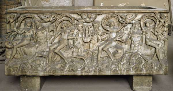 Roman art: sarcophagus decorates low reliefs representing a cortege of menades, centaurs dancing and playing music. End of the 3rd century. Museo Nazionale Romano (o delle Terme), Rome