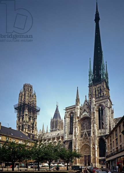 Side view of the Cathedral Notre Dame (photography)