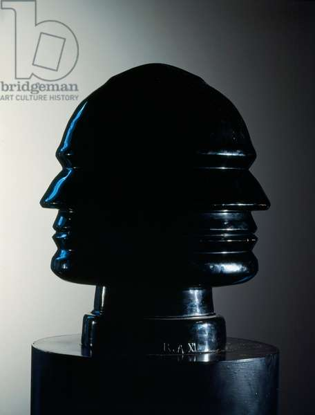Continuous profile of Mussolini. Benito Mussolini says il Duce (1883-1945), Italian fascist statesman. Sculpture by Renato Bertelli (1900-1974), 1933 Terracotta patinnee black height: 31cm Collection Privee. Rights Reserves. Careful! The use of this work may be subject to a request for authorization to a third party or to the payment of additional fees