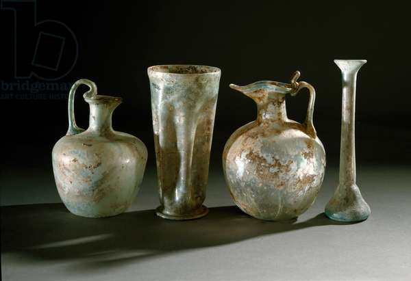 Roman art: jugs, jugs and glass vases from Pompei. 1st century Museo Archeologico Nazionale, Naples