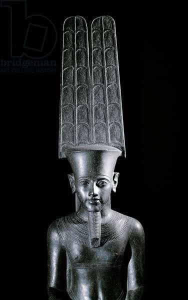Group du dieu Amon protegeant Tutankhamon, Detail - Sculpture de granite noir, Regne de Tutankhamun (1336-1327 BC) - Paris, musee du Louvre - The god Amon, protecting the pharaoh Tutankhamun (detail) - Black granite sculpture, egyptian civilization, reign of Tutankhamun (1336-1327 BC) - Louvre Museum, Paris