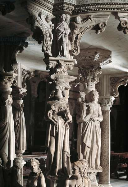 Detail of the sculpted groups supporting the Chair made by Giovanni Pisano (1248-1314): the Church feeds her children (Detail of the sculptures supporting the marble pulpit, Church feeds her children) 1302-1311 Cathedrale de Pisa (Duomo di Pisa), Italy