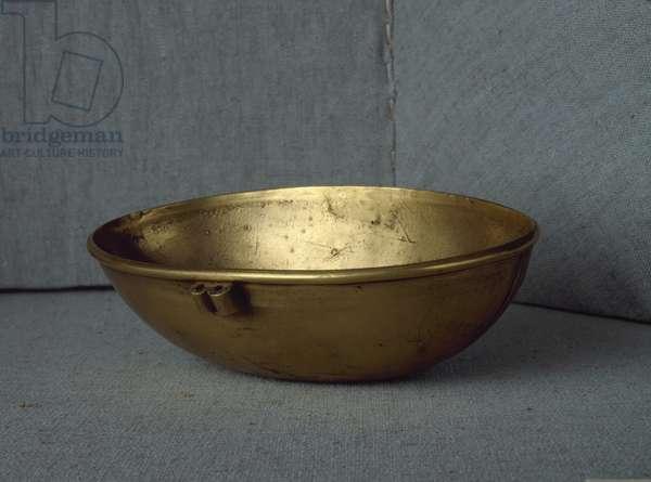 Sumerian civilization: oval cup in gold. Dim. 15 cm Baghdad, National Iraq Museum