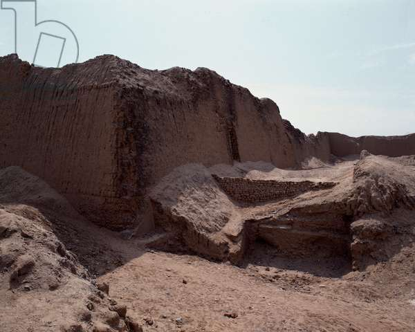 View of the remains of the capital of the Chimor kingdom (1983 - Photography)