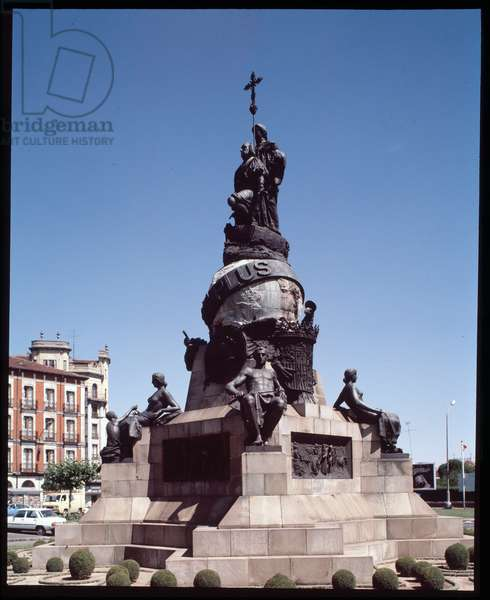 View of the monument to Christopher Columbus, plaza mayor of Valladolid, Spain (View of the monument to Christopher Columbus, plaza mayor of Valladolid, Spain)