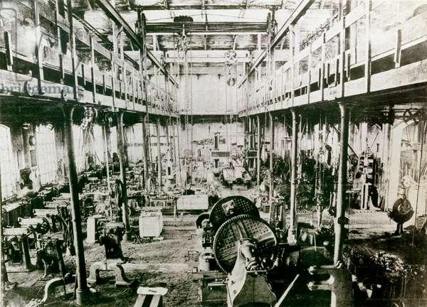 Internal view of the Ansaldi factory, before 1905 (b/w photo)