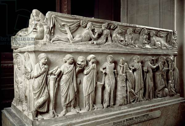 Roman art: marble sarcophagus decorates stockings depicting the Muses and a banquet scene. From Ostia. 120-130 AD. Paris, Louvre Museum