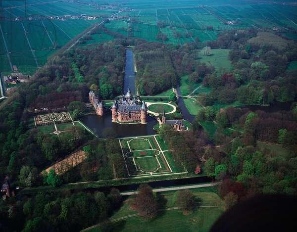 Aerial view of De Haar Castle, Haarzuilens, 1990 ca - Photography