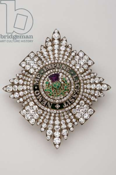United Kingdom - Order of the Thistle: plate - Manufactured by R & S Garrard & Co (London) - End of the 18th century - Gold, silver, diamonds, emerald, amethyst and emals - H 9,4 cm; W 8,3 cm; Weight: 88 g - Private collection
