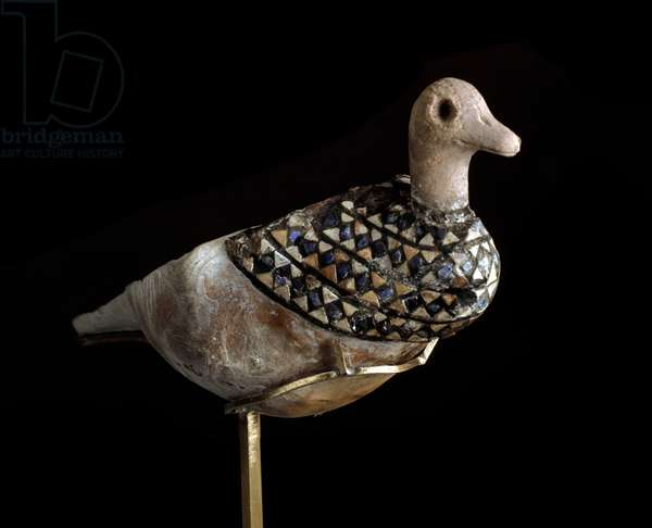 Lower Mesopotamia, Iraq, Sumerian Art: duck shaped lamp made with a shell inlaid with lapis lazuli, red limestone and mother of pearl. 3000 BC. Sun. l. 21 cm Baghdad, National Iraq Museum