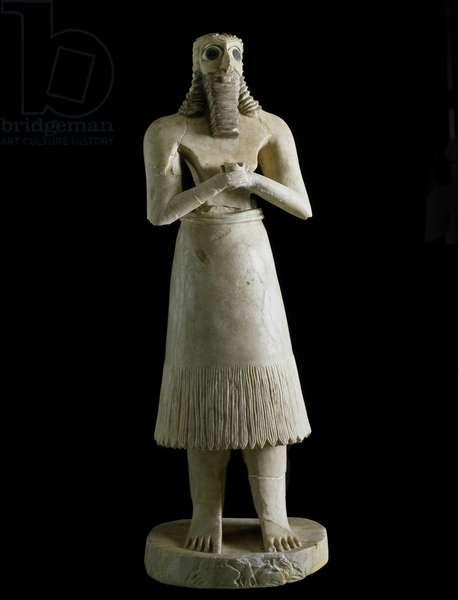 Mesopotamian art: figurine of bearded man (or god Abu). Sculpture in plaster, bitumen and shell, 3rd millennium BC From Tell Asmar (Esnunna in Mesopotamia) Dim. 72 cm Museum of Baghdad, Iraq