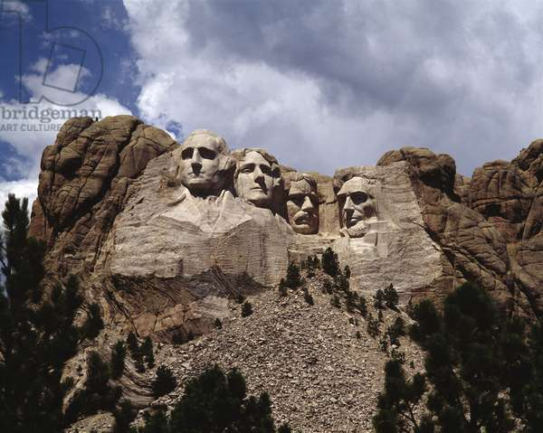 View of the Monument with Portraits of Presidents Washington, Jefferson, Roosevelt and Lincoln (photography, 1994)