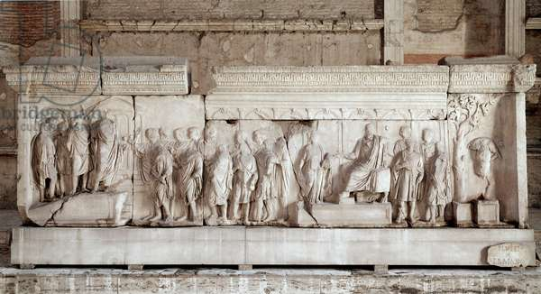 Anaglyph (or plutei) of Trajan tracing the facts of Emperor Trajan (Traianus or Traiano) (117-120): scene of charity by the Emperor for poor children and orphans. Marble low relief. Dim. 521x16 cm Rome, Foro Romano (Roman forum), Curia