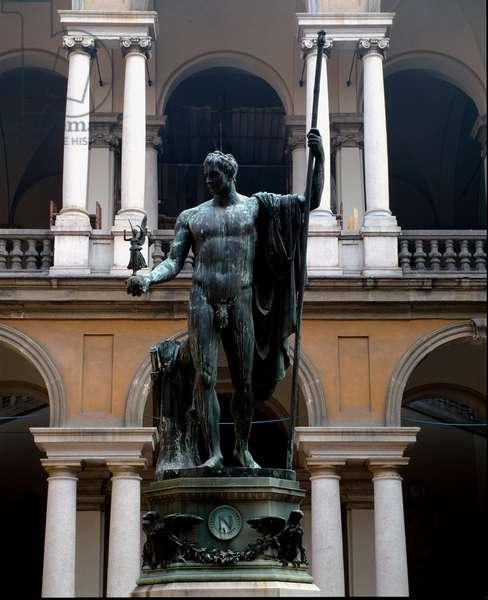 Napoleon Bonaparte (1769-1821) Represent in March Peacekeeper Bronze sculpture by Antonio Canova (1757-1822) 1809 Sun. 325x125 cm Court of the Palace Brera, Milan