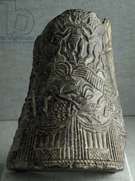 Sumerian civilization: snake vase fragment from eastern Iran. Dim. 22.5 cm Period of the end of the archaic dynasties (2500 BC) Baghdad, National Iraq Museum