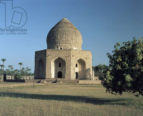 View of the tomb of Asif Khan (asaf Khan), Shahdara Bagh Lahore Punjab Pakistan 17th century (View of the mausoleum of Asif Khan located in Shahdara Bagh in Lahore, Punjab constructed for the Mughal statesman Aboul-Hasan ibn Mirza Ghiyas Beg, who was titled Asif Khan 17th century)