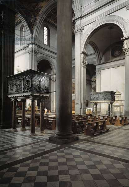 View of the central nave with two pulpits (1460-1466) of Donatello (1386-1466) of the church of San Lorenzo projected by Filippo Brunelleschi (1377-1446) (Interior of the church of st Lawrence with two bronze pulpits by Donatello) Florence, Italy