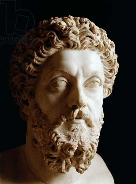 Roman Art: head of Roman Emperor Marc Aurele (120-180 AD) - Marble sculpture, 180 AD - Paris, musee du Louvre - Head of emperor Marcus Aurelius (120-180 AD) - Marble sculpture, Roman civilization, 180 AD - Louvre Museum, Paris