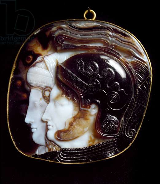 Greek Art: Ptolemaic Cameo decorates the representation of the pharaoh of the Lagid dynasty Ptolemee II Philadelphia (309-246 BC) and his wife and sister Arsinoe II. 3rd century BC. Vienna Kunsthistorisches Museum