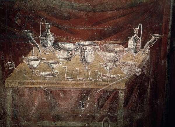 Roman art: table covered with silver dishes - fresco detail of the tomb of Caius Vestorio Prisco, 1st century AD - necropole of Porta Vesuvio, Pompei (Roman art: view of a table covered with silver dishes, fresco from tomb of Caius Vestorio Prisco, 1st century AD, Pompeii, italy)