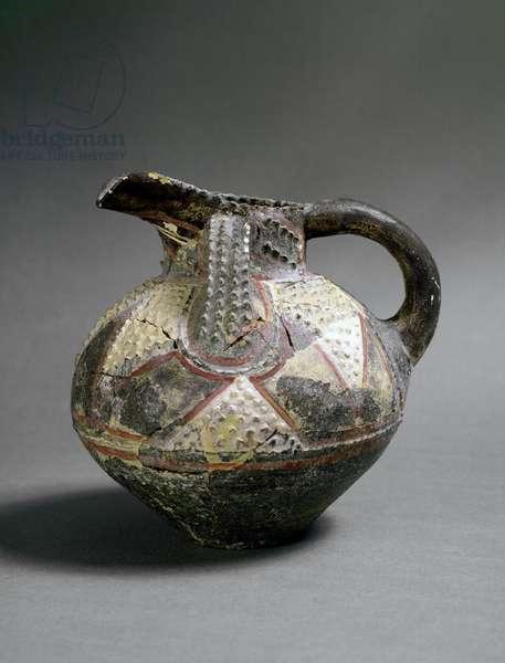Minoen art: ceramic vase in Barbotine style. From Agia Triada (Hagia Triada). About 1500 BC. Dim. 15.5 cm Heraklion, archeological museum