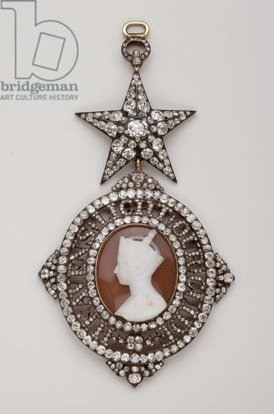 United Kingdom - Order of the Star of India: Knight's Necklace Pendant - 1850-1900 - Gold, Silver, Diamonds and Agate - H 10.1 cm; W 5.6 cm; Weight: 32 g - Private Collection