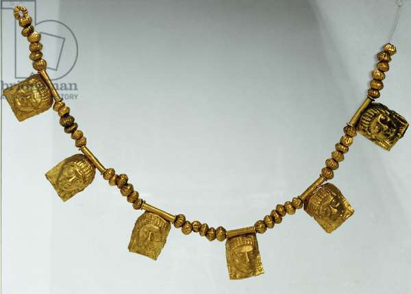 Gold necklace with female protome pendant, from Ruvo (BA) , Caldarola acquisition