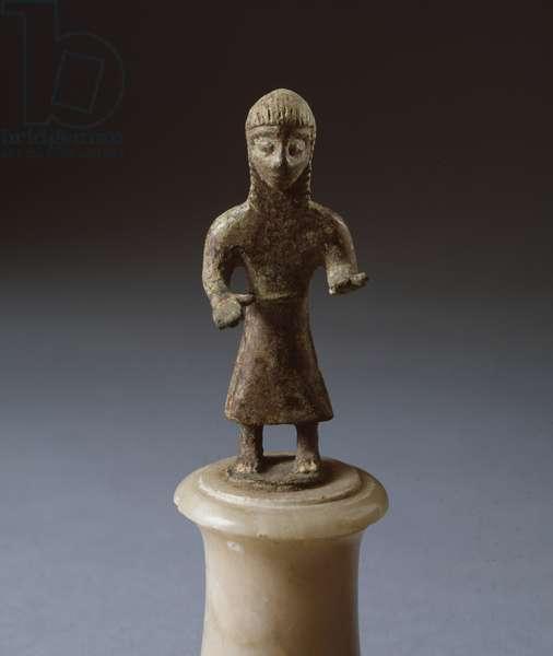 "Etruscan civilization: """" offeror figure"""" Bronze sculpture, 600-575 BC, Dim 8 cm (Etruscan art, offering figure, bronze sculpture, 600-575 BC, Dim 8 cm) Arezzo, Museo Archeologico Clinio Mecenate"