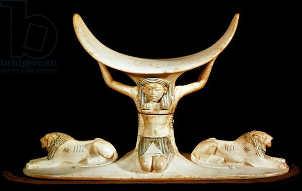 Egyptian antiquite: ivory headrest representing the god Shu (Chou or Shou). From the treasor of Tutankhamun (all-Ankh-amun or Tutankhamun) (1345-1327 BC) 18th dynasty. found in the Valley of kings, Thebes. 1342 BC. Cairo, Egyptian Museum - Egyptian Antiquities: ivory headrest depicting the god Shu (Chou or Shou), the Egyptian god of the air. From the treasure of Tutankhamun (All-Ankh-amun or Tutankhamun) (1345-1327 BC), 18th Dynasty. Found in the Valley of the Kings, Thebes. 1342 BC. Egyptian Museum, Cairo, Egypt