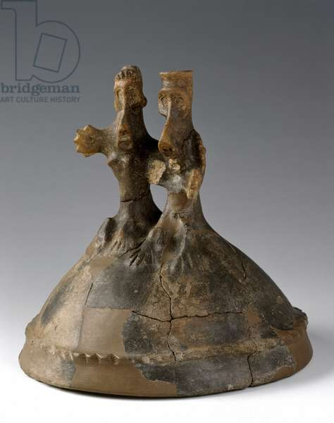 Earthenware helmet with figured peak