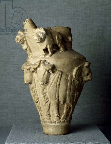 Mesopotamian art: ritual limestone vase with bulls and lions. Sun. h. 30.2 cm From the site of Uruk (or Uruk), Iraq. Baghdad, Archeological Museum