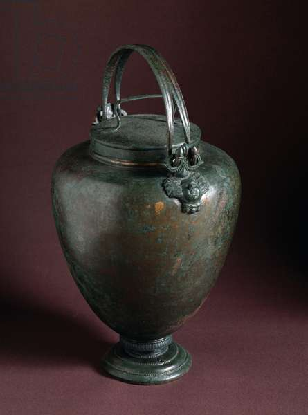 Etruscan art: bronze situle with lid from Volterra, Italy, 350-300 BC (Etruscan art: bronze situla from Volterra, Italy - 350-300 BC) Volterra, Museo Guarnacci