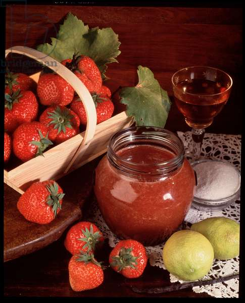 Food: canned strawberry grout (Food still life: strawberry coulis)