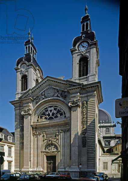 View of the chapel of the Hotel Dieu (Hotel-Dieu) (12th-13th century) redesigned by the architect Jacques Germain Soufflot (1713-1780). Lyon, Rhone