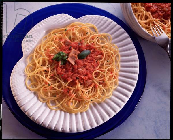 Food: Italian specialite, still life: plate of spaghetti with tuna (Food still life: plate of spaghetti with tuna)