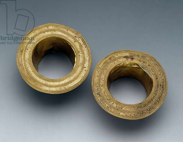 Pair of plait holder, from Pisciolo (Melfi)
