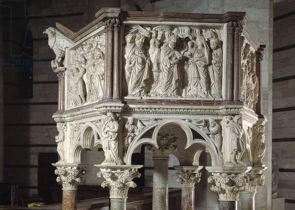 Chair realized by Nicola Pisano (1215/20-1278/84) (Marble pulpit) 1260 Baptistere Saint John of Pisa (Battistero san Giovanni di Pisa), Italy