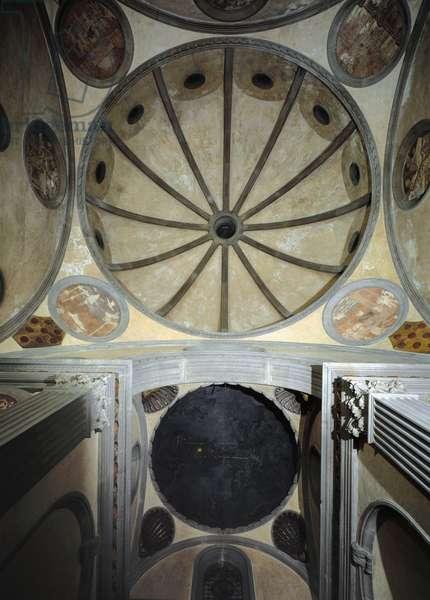 Interior view of the dome of the sagrestia vecchia of the church of San Lorenzo, designed by Filippo Brunelleschi (1377-1446), c.1421-26 (photo)