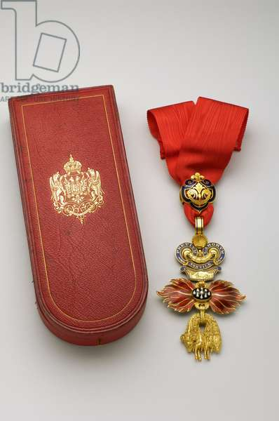 Order of the Golden Fleece: Austrian Golden Fleece - Badge - Oavers - Made by Rothe and Neff (Vienna) - 1850-1900 - Gold and emals - Original case in red sorrow gold with iron, silk and silk velvet with arms of the Austrian Empire - H 11,8 cm; W 7 cm; weight: 98 g - Private collection