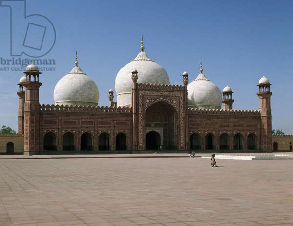 View of the Royal Mosque called Badshahi, 1671-1673 Lahore Pakistan (Badshahi Mosque in Lahore, Pakistan)